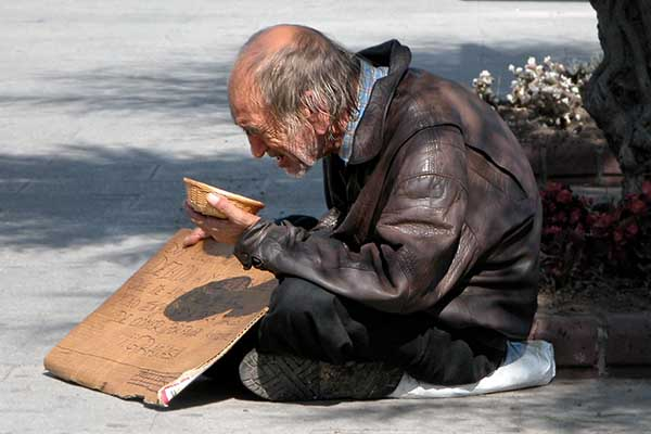 anciano abandonado
